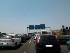 traffico-gra-roma-camion-fuoco-fiumicino